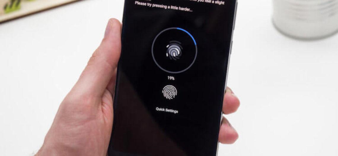 Экранный сканер отпечатков пальцев обманули упаковкой от жвачки