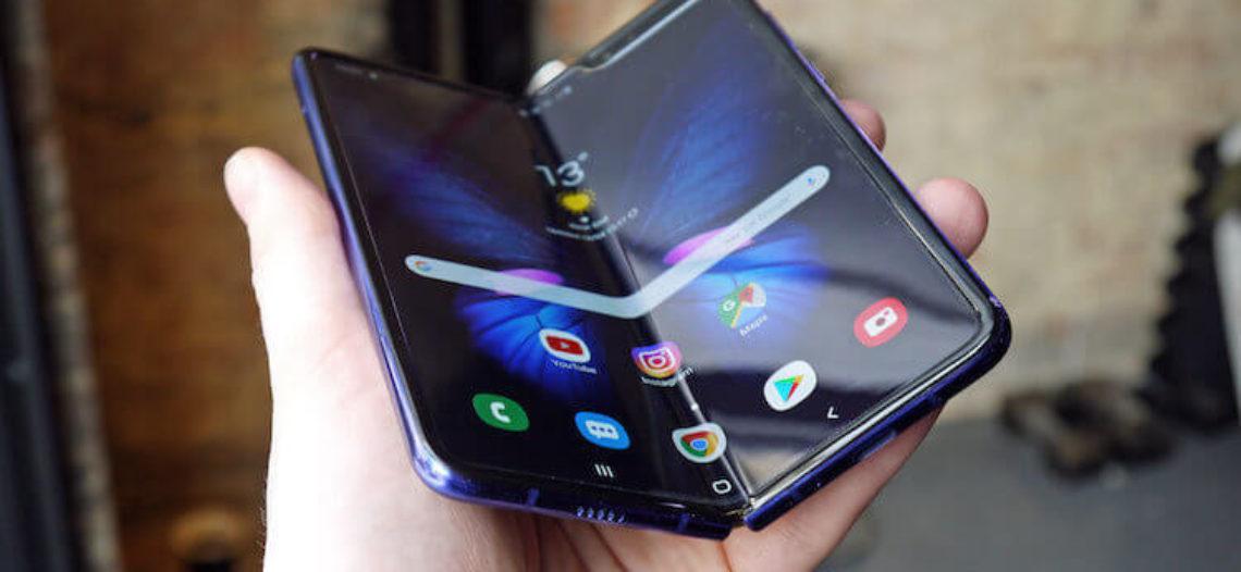 Samsung забыла предупредить, что удаление пленки с экрана Galaxy Fold выводит его из строя