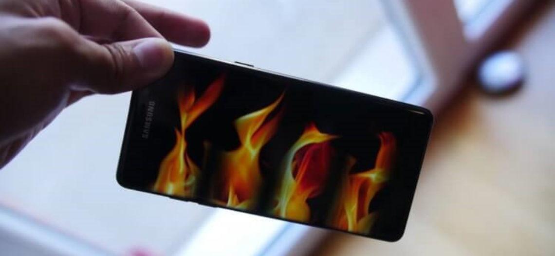 #Фото: Пользователь сообщил о возгорании Galaxy S10 после падения